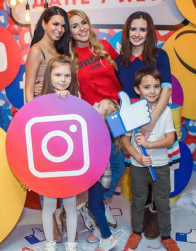 Рита Марсо, Катя Жужа, Анна Городжая и с детьми