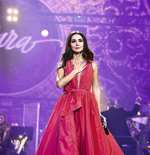 Три платья артистка уже «выгуляла» на сцене Кремля