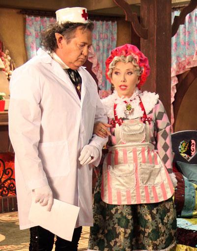 Юрий Стоянов сыграл Волка, а Елена Воробей - бабушку