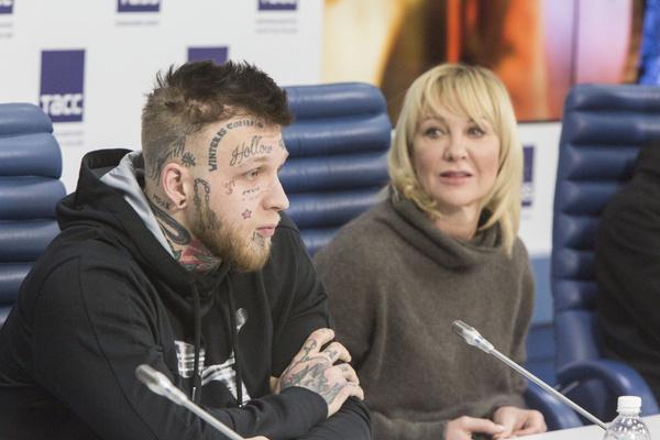 Единственного сына актрисы часто критикуют за внешность