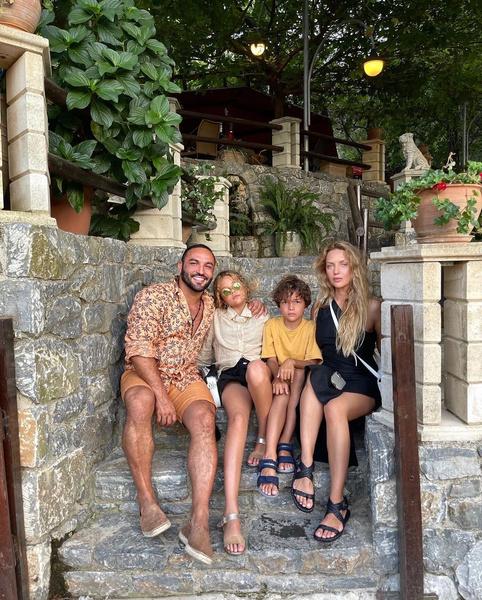 Визажист и его жена воспитывают двоих детей