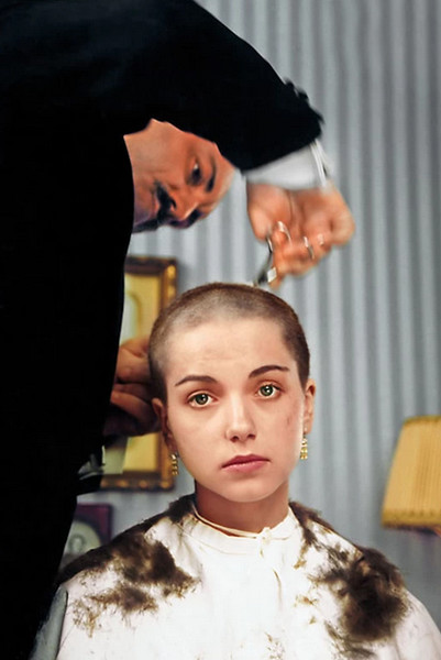 Художница побрила голову для картины «Романовы.  Коронованная семья