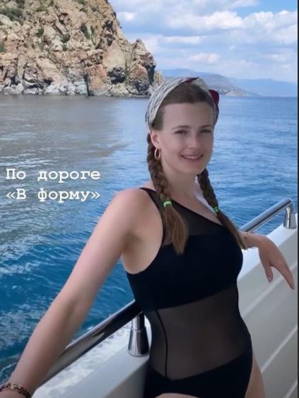 «Хожу успокаиваться в холодильник»: Софья Эрнст пытается похудеть