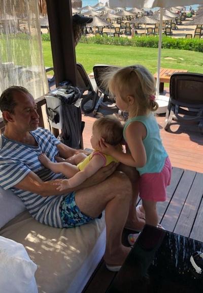 На отдыхе Константин Хабенский неразлучен с дочками