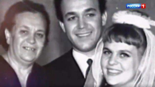 Родительница певца была против его первого брака