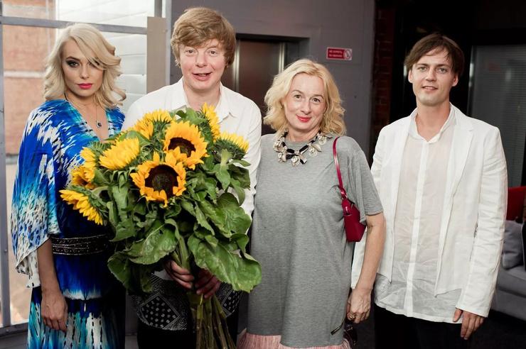 Юлии (справа от певца) не стало три года назад