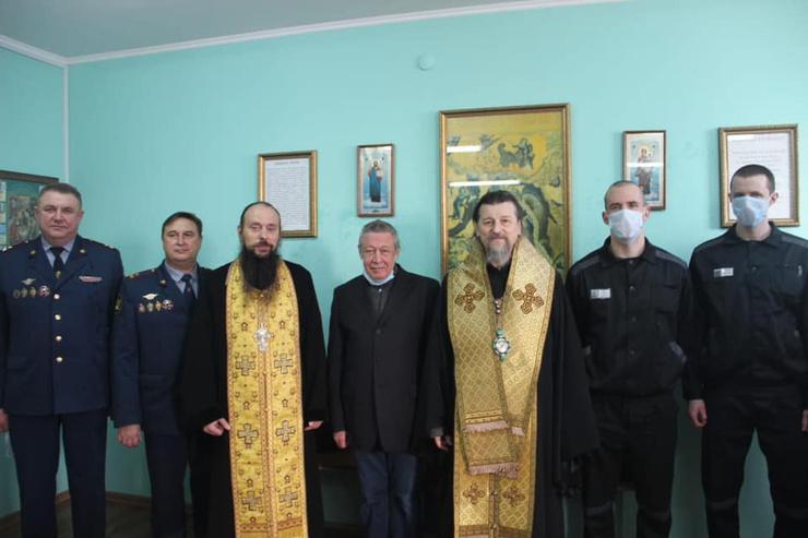 На встрече присутствовали сотрудники СИЗО, представители УФСИН и другие заключенные