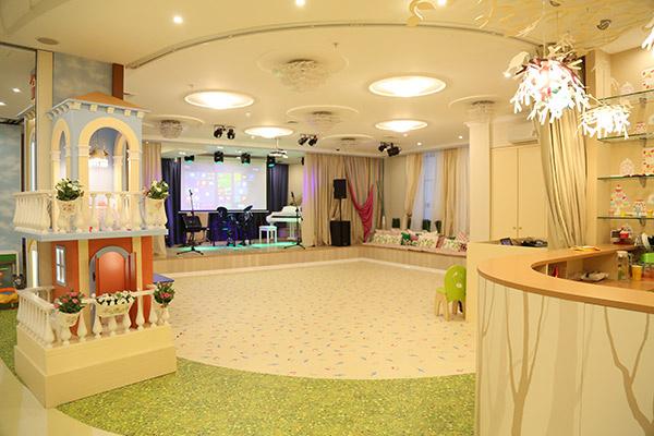 Подготовка к отчетным  концертам будет  проходить в огромном  зале со сценой и  софитами