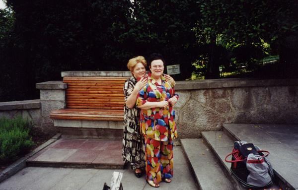Людмила Зыкина с помощницей Татьяной Свиинковой