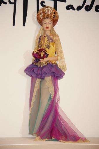 Звезда подиумов Татьяна Сорокко в стилизованным под русский стиль наряде