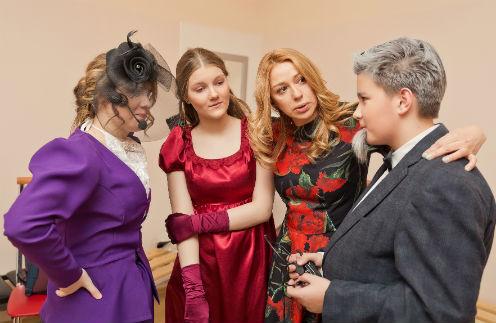 Алена Апина с учениками