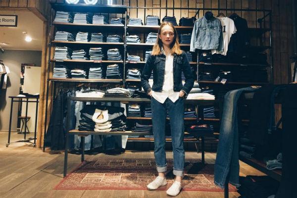 За четыре года работы в магазине одежды Запивохина с должности продавца выросла до заместителя управляющего