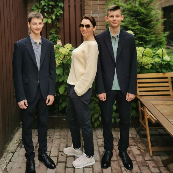 Сыновья актрисы Наталии Антоновой учатся в старших классах