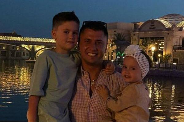 Павел Прилучный с сыном Тимофеем и дочкой Мией