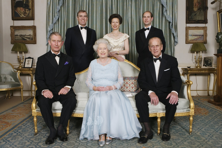 Семья навещает герцога в больнице