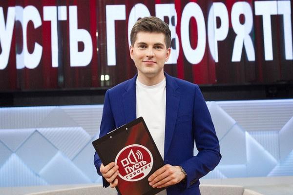 Пока Дмитрий Борисов ведет шоу в одиночестве