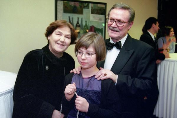 Юрий Соломин проводил много времени с супругой Ольгой и внучкой Сашей