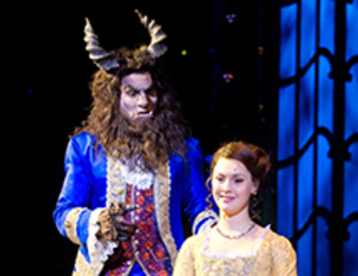 Артисты мюзикла «Красавица и Чудовище» репетируют перед премьерой