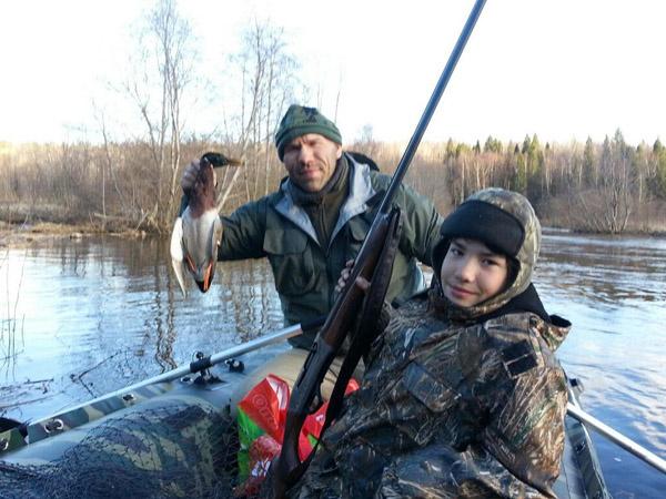 Николай Валуев вместе со своим сыном Гришей на охоте
