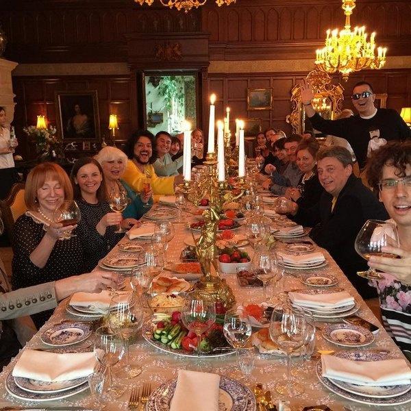 Примадонна всегда накрывает шикарный стол для родных и близких