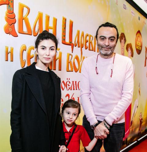 Джаник Файзиев с дочерьми