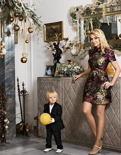Яна Рудковская с сыном Сашенькой