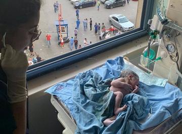 Этот малыш появился на свет в Бейруте во время взрыва