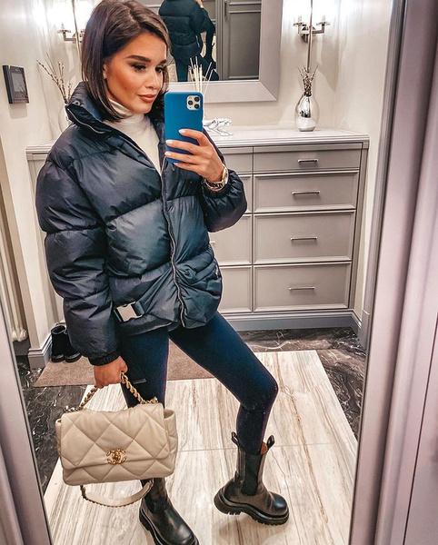 В гардеробе Ксении есть две сумки Chanel