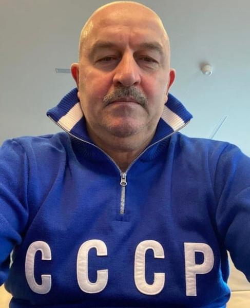 В июле Черчесов покинул пост главного тренера и отказался от неустойки в 300 миллионов рублей