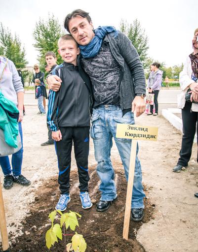 Эвклид Кюрдзидис и его маленький поклонник