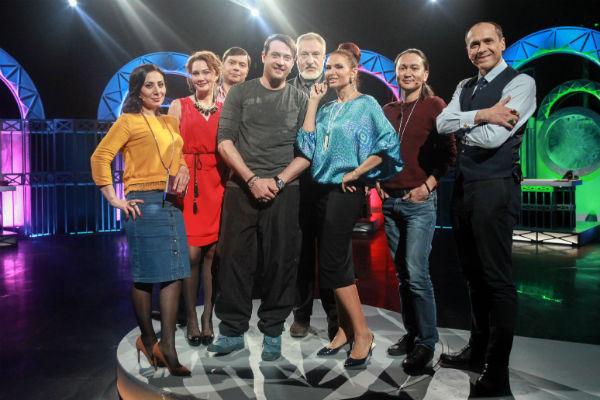 Актер с участниками программы