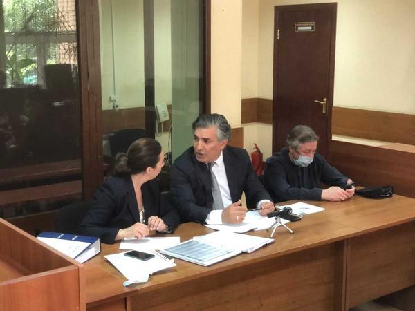 В этот раз Эльман Пашаев прибыл в суд позже Добровинского