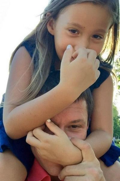 Полина, дочка Борисовой, со своим отцом Максимом