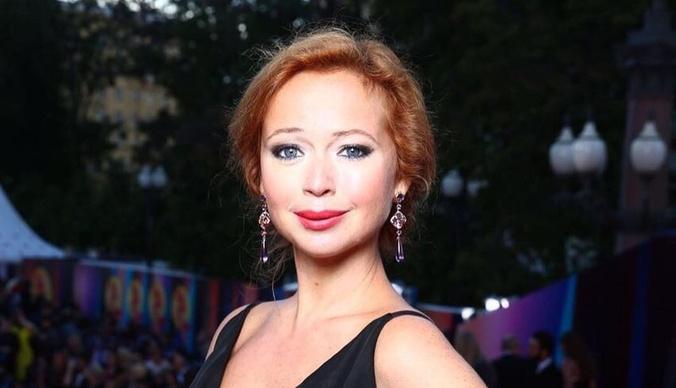Елена Захарова феноменально похудела после родов