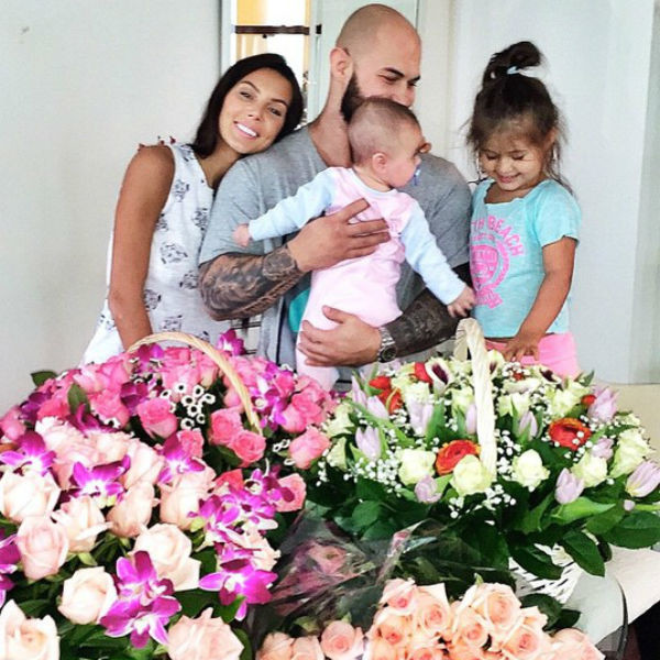 Поклонники Оксаны не понимают, как ей удается совмещать ведение успешного бизнеса с заботой о двоих дочерях и муже