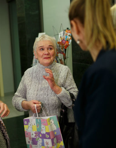 Бабушка Ксении Бородиной не могла скрыть восторга и трепета перед встречей с правнучкой