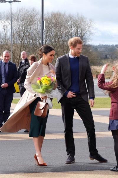 Меган сопровождает Гарри во время некоторых визитов