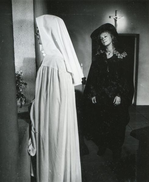 Одной из немногих общий сцен Маргариты Тереховой и Ирины Алферовой стала съемка в монастыре