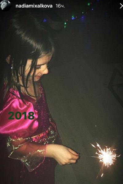 Девочку на фото в социальной сети Нади Михалковой многие приняли за ее дочь