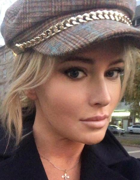 Пока Борисова вынуждена носить головной убор