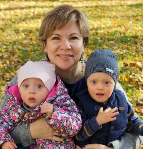 Юлия Ставрова-Скрипник с младшими детьми