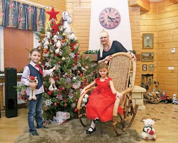 Маргарита Суханкина с сыном Сережей и дочерью Лерой