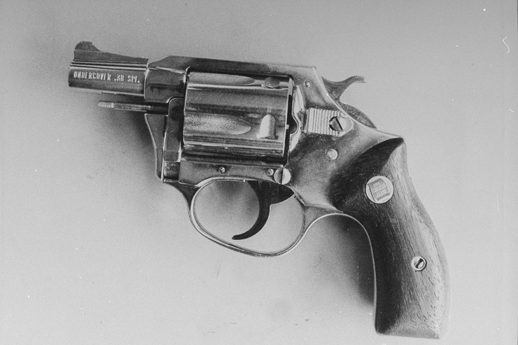 Из этого пистолета был убит легендарный музыкант