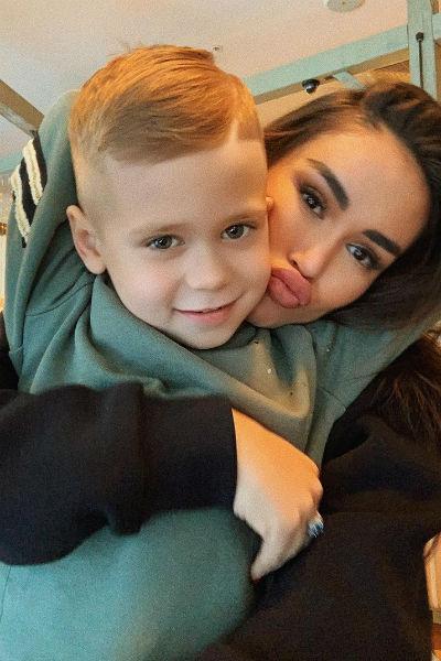Аида мечтает, чтобы ее сын Оскар вырос настоящим мужчиной