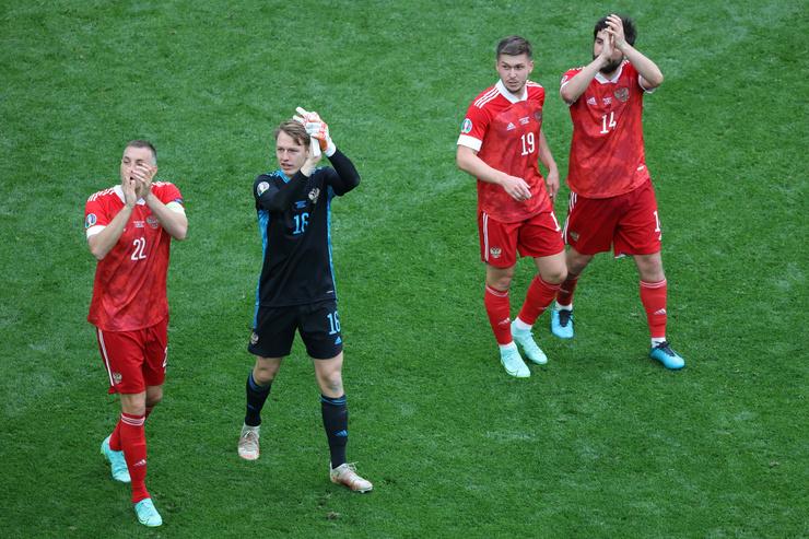Российские футболисты отправились домой