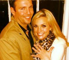 Сестра Бритни Спирс показала помолвочное кольцо