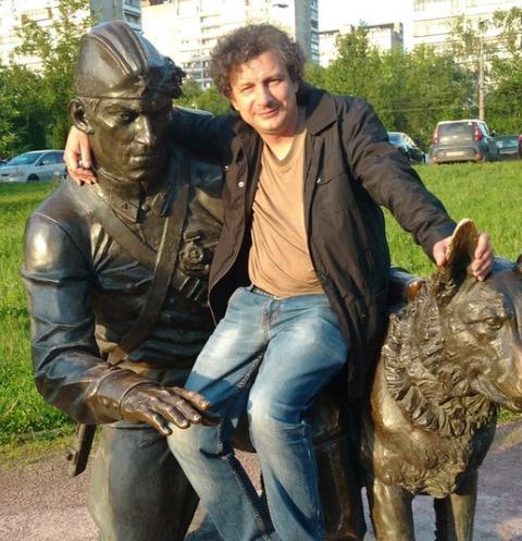 Валентин Карманов передвигается на костылях и едва сводит концы с концами