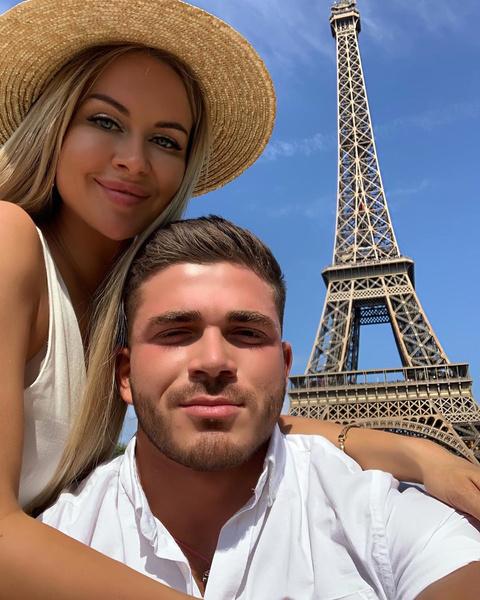 Молодожены проводят медовый месяц в Париже