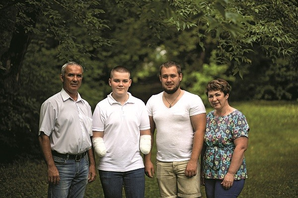 Ярик признается, что не справился бы без поддержки мамы,  папы и брата Игоря