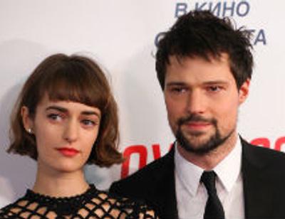Данила Козловский вступил в гражданский брак с возлюбленной